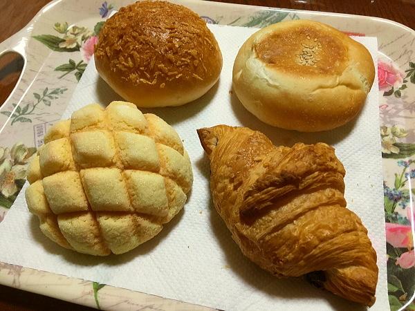 こびとぱんの焼きたてパン